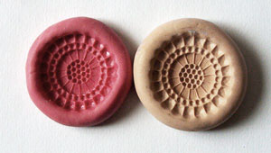 comparing a silicon and clay mold